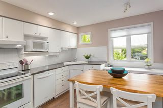 """Photo 5: 1585 BOWSER Avenue in North Vancouver: Norgate Townhouse for sale in """"Illahee"""" : MLS®# R2465696"""