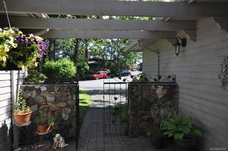 Photo 3: 900 Woodhall Dr in Saanich: SE High Quadra House for sale (Saanich East)  : MLS®# 840307