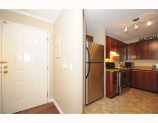 """Photo 2: 105 2250 W 3RD Avenue in Vancouver: Kitsilano Condo for sale in """"HENLEY PARK"""" (Vancouver West)  : MLS®# V755957"""