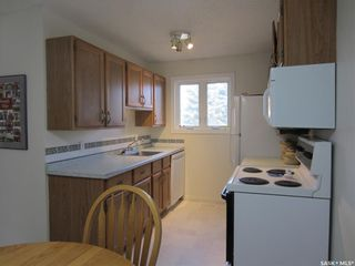 Photo 2: 1004 145 SANDY Court in Saskatoon: River Heights SA Residential for sale : MLS®# SK851865