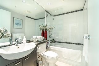 """Photo 13: 2202 1408 STRATHMORE Mews in Vancouver: Yaletown Condo for sale in """"WEST ONE"""" (Vancouver West)  : MLS®# R2432434"""