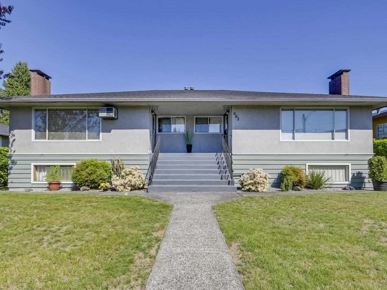 Main Photo: 680 - 682 SPERLING Avenue in Burnaby: Sperling-Duthie Duplex for sale (Burnaby North)  : MLS®# R2589206
