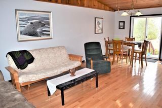 Photo 2: 2 Westview Drive in Lac Du Bonnet RM: R28 Residential for sale : MLS®# 202109975