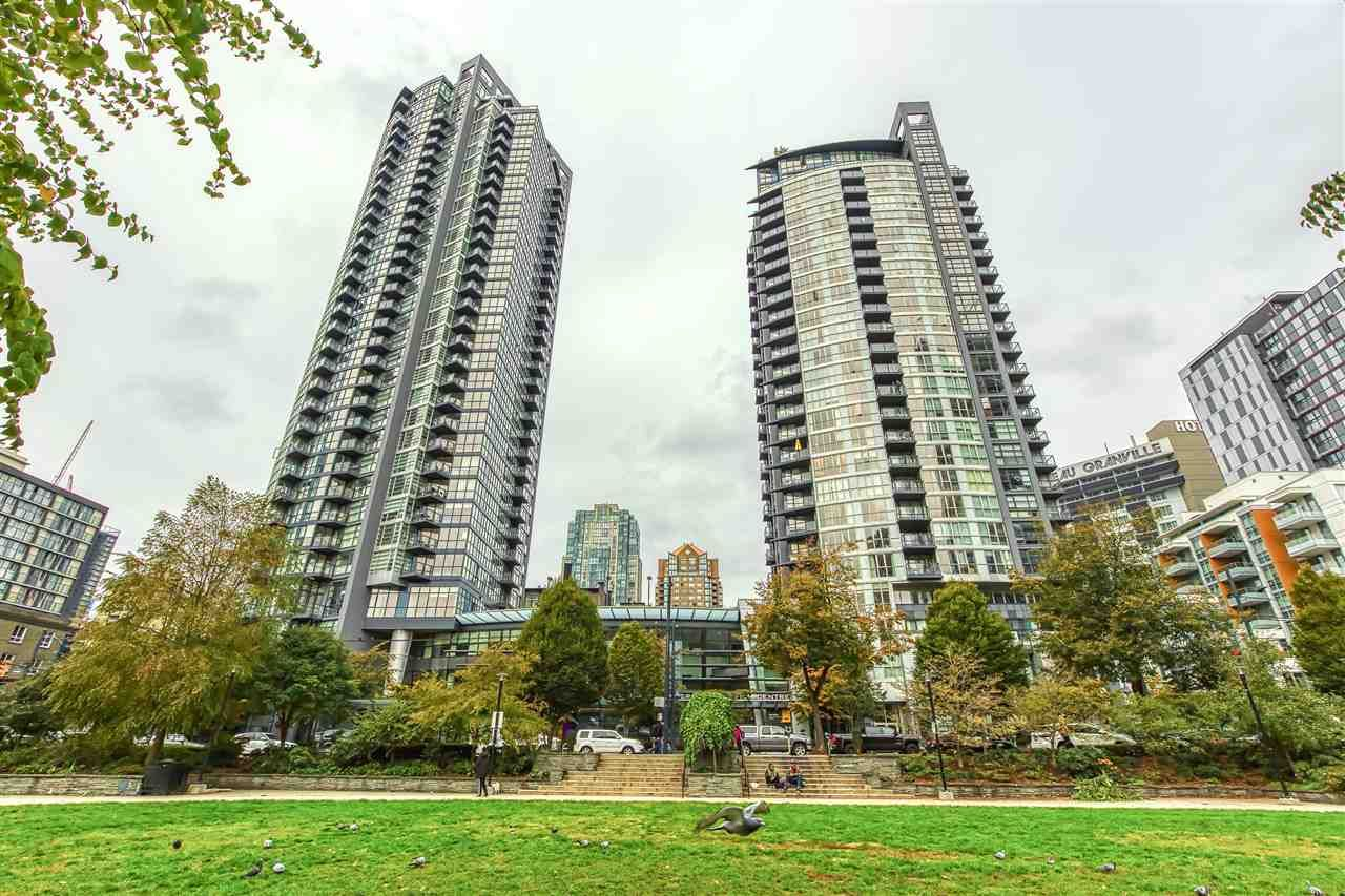 "Main Photo: 808 1155 SEYMOUR Street in Vancouver: Downtown VW Condo for sale in ""BRAVA!!!"" (Vancouver West)  : MLS®# R2508756"