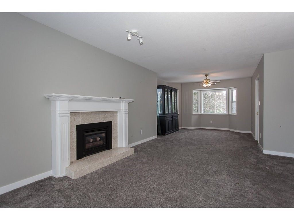 "Photo 11: Photos: 25125 57 Avenue in Langley: Salmon River House for sale in ""Strawberry Hills"" : MLS®# R2136212"