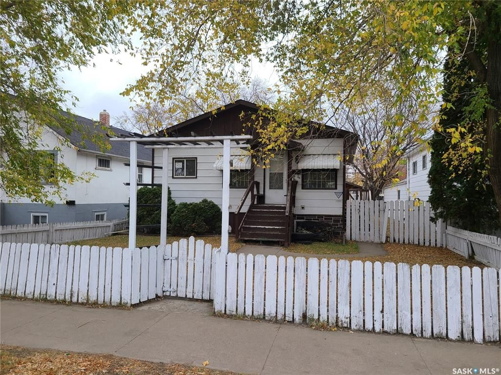 Main Photo: 328 H Avenue South in Saskatoon: Riversdale Residential for sale : MLS®# SK873838