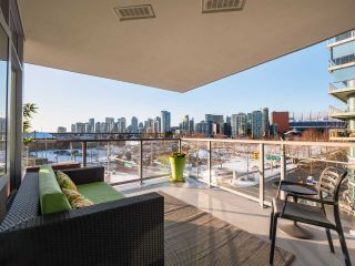 Photo 3: 306 1708 COLUMBIA STREET in Vancouver: False Creek Condo for sale (Vancouver West)  : MLS®# R2341537
