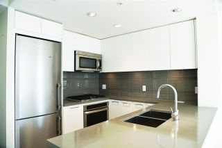 """Photo 2: 1601 4880 BENNETT Street in Burnaby: Metrotown Condo for sale in """"CHANCELOR"""" (Burnaby South)  : MLS®# R2538424"""