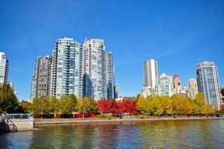 """Photo 21: 2505 1483 HOMER Street in Vancouver: Yaletown Condo for sale in """"THE WATERFORD BY CONCORD PACIFIC"""" (Vancouver West)  : MLS®# R2625455"""