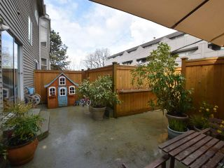 """Photo 15: 2669 W 10TH Avenue in Vancouver: Kitsilano Townhouse for sale in """"SIGNATURE COURT"""" (Vancouver West)  : MLS®# R2166556"""