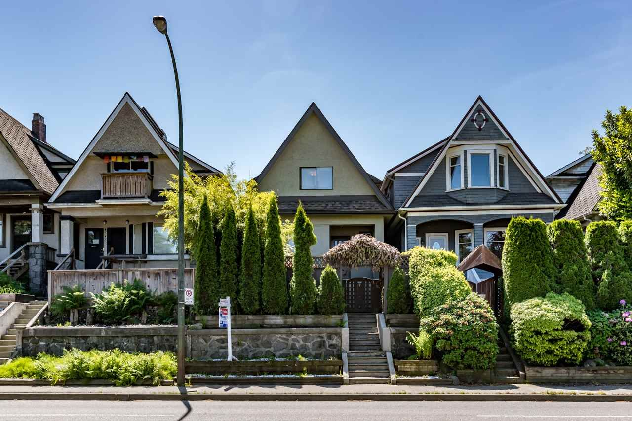 Main Photo: 1550 E 12TH Avenue in Vancouver: Grandview VE House for sale (Vancouver East)  : MLS®# R2179428