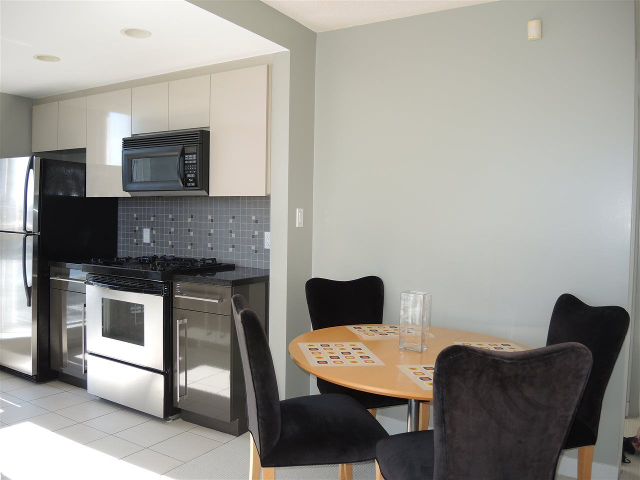 Photo 4: Photos: 902 1408 STRATHMORE MEWS in Vancouver: Yaletown Condo for sale (Vancouver West)  : MLS®# R2011692