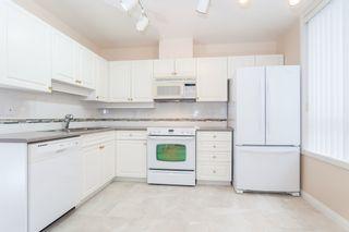 Photo 3: 102 15169 BUENA VISTA AVENUE in PRESIDENTS COURT: White Rock Home for sale ()  : MLS®# R2127176