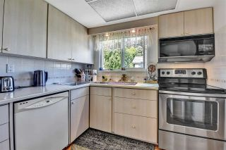 """Photo 6: 302 1390 MARTIN Street: White Rock Condo for sale in """"Kent Heritage"""" (South Surrey White Rock)  : MLS®# R2590811"""