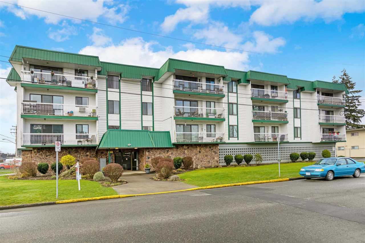 "Main Photo: 203 46374 MARGARET Avenue in Chilliwack: Chilliwack E Young-Yale Condo for sale in ""Mountainview"" : MLS®# R2555865"