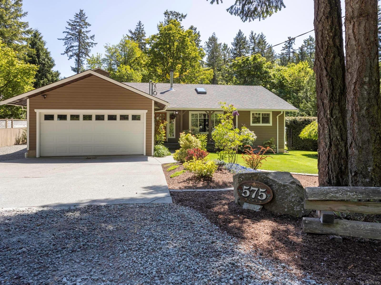 Main Photo: 575 Birch Rd in : NS Deep Cove House for sale (North Saanich)  : MLS®# 876170