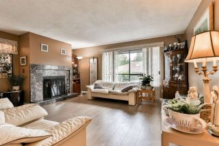 """Photo 2: 7275 CAMANO Street in Vancouver: Champlain Heights Townhouse for sale in """"Solar West"""" (Vancouver East)  : MLS®# R2499706"""