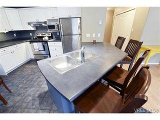 Photo 4: 846 Finlayson St in VICTORIA: Vi Mayfair Half Duplex for sale (Victoria)  : MLS®# 725172
