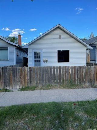 Photo 2: 128 H Avenue North in Saskatoon: Caswell Hill Residential for sale : MLS®# SK859852