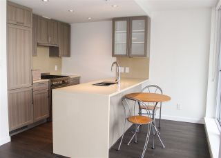 Photo 6: 609 5665 BOUNDARY Road in Vancouver: Collingwood VE Condo for sale (Vancouver East)  : MLS®# R2166497