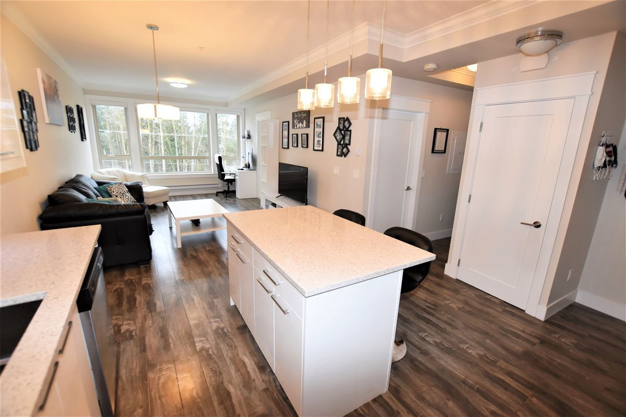 """Photo 6: Photos: 404 19228 64 Avenue in Surrey: Clayton Condo for sale in """"Focal Point"""" (Cloverdale)  : MLS®# R2535709"""