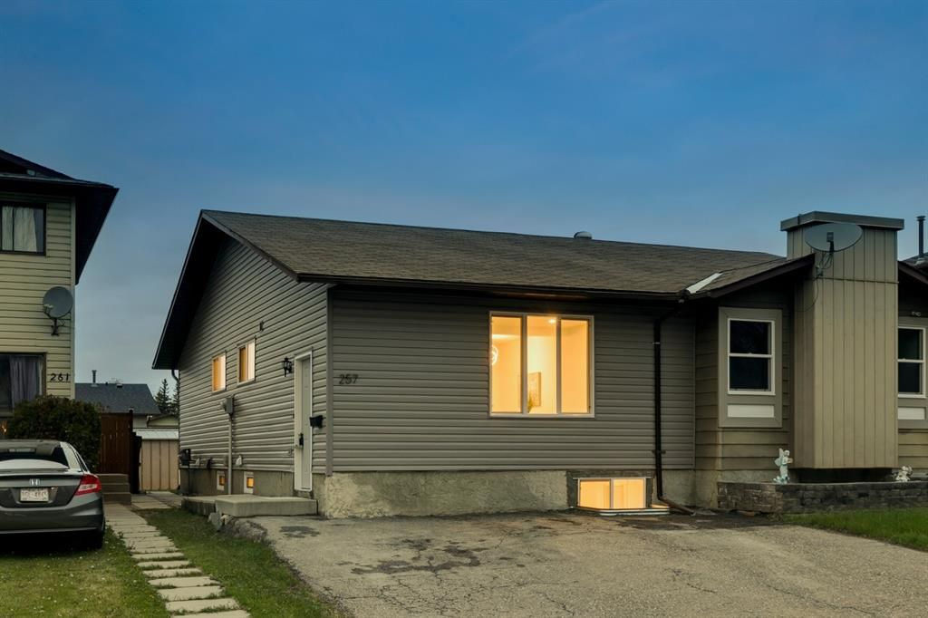Main Photo: 257 Bedford Circle NE in Calgary: Beddington Heights Semi Detached for sale : MLS®# A1112060