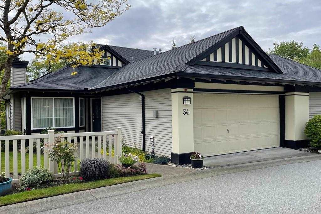 """Main Photo: 34 17917 68 Avenue in Surrey: Cloverdale BC Townhouse for sale in """"Weybridge"""" (Cloverdale)  : MLS®# R2577897"""