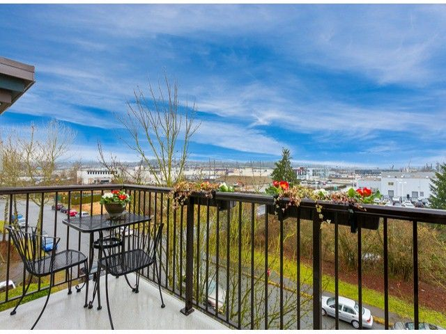Photo 18: Photos: 414 5765 GLOVER Road in Langley: Langley City Condo for sale : MLS®# F1402300