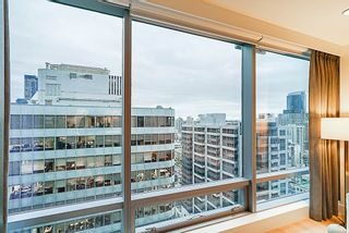 """Photo 10: 2207 1111 ALBERNI Street in Vancouver: West End VW Condo for sale in """"Shangri-La"""" (Vancouver West)  : MLS®# R2335303"""