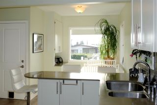 Photo 3: 50 E 60TH Avenue in Vancouver: South Vancouver House for sale (Vancouver East)  : MLS®# R2134203
