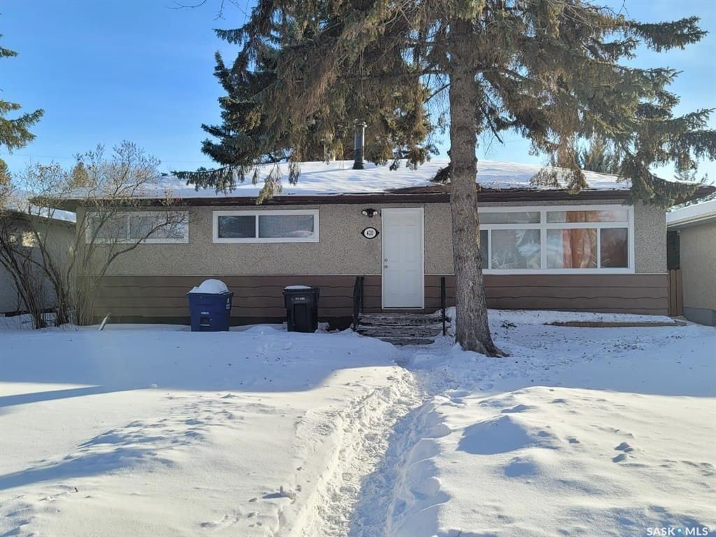 Main Photo: 420 Witney Avenue South in Saskatoon: Meadowgreen Residential for sale : MLS®# SK841957