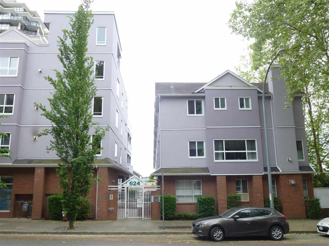 """Main Photo: 305 624 AGNES Street in New Westminster: Downtown NW Condo for sale in """"MCKENZIE STEPS"""" : MLS®# R2171513"""