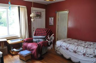 Photo 3: 1886 Shuswap Avenue, in Lumby: House for sale : MLS®# 10235478