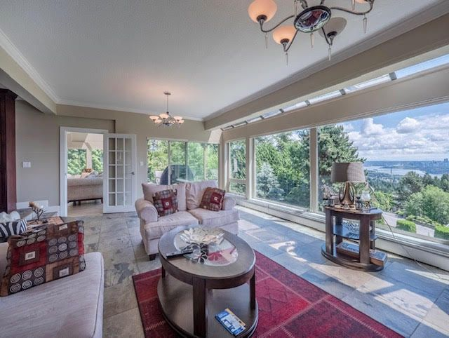 Photo 3: Photos: 2426 Westhill Court Upper in West Vancouver: Westhill House for rent