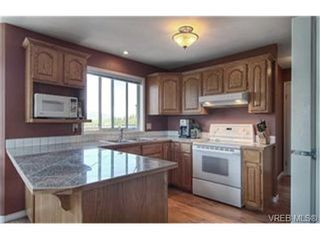 Photo 4: 3452 Sunheights Dr in VICTORIA: Co Triangle House for sale (Colwood)  : MLS®# 445588