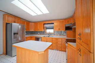Photo 4: 35 North Drive in Portage la Prairie RM: House for sale : MLS®# 202121805