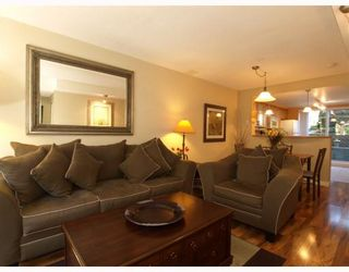 Photo 3: 14 288 ST DAVIDS Avenue in North_Vancouver: Lower Lonsdale Townhouse for sale (North Vancouver)  : MLS®# V764880