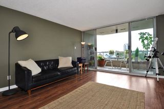 "Photo 4: 605 1045 QUAYSIDE Drive in New Westminster: Quay Condo for sale in ""Quayside Tower 1"" : MLS®# R2306018"