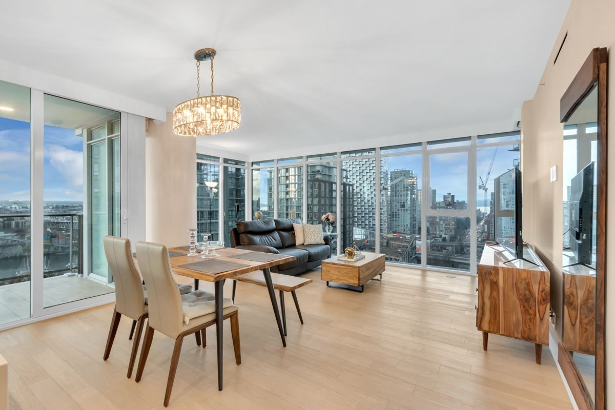 """Photo 3: Photos: 2001 499 PACIFIC Street in Vancouver: Yaletown Condo for sale in """"The Charleson"""" (Vancouver West)  : MLS®# R2456013"""
