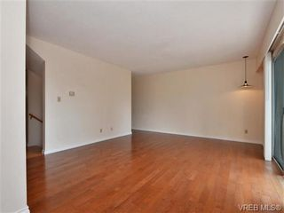Photo 3: 19 3981 Nelthorpe St in VICTORIA: SE Swan Lake Row/Townhouse for sale (Saanich East)  : MLS®# 737341
