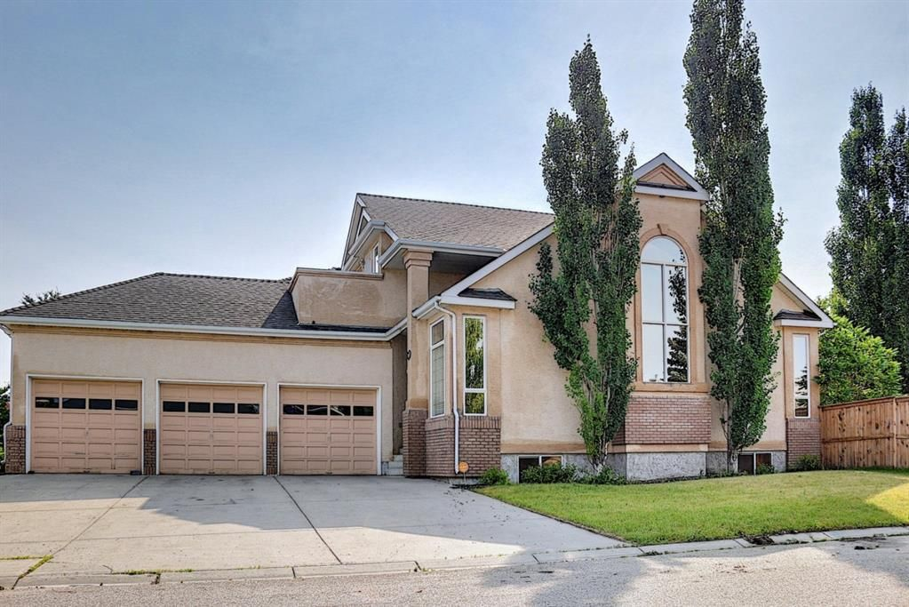 Main Photo: 31 Mt Norquay Gate SE in Calgary: McKenzie Lake Detached for sale : MLS®# A1126206