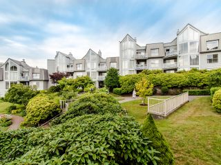 "Photo 42: 313 60 RICHMOND Street in New Westminster: Fraserview NW Condo for sale in ""GATEHOUSE PLACE"" : MLS®# R2500986"