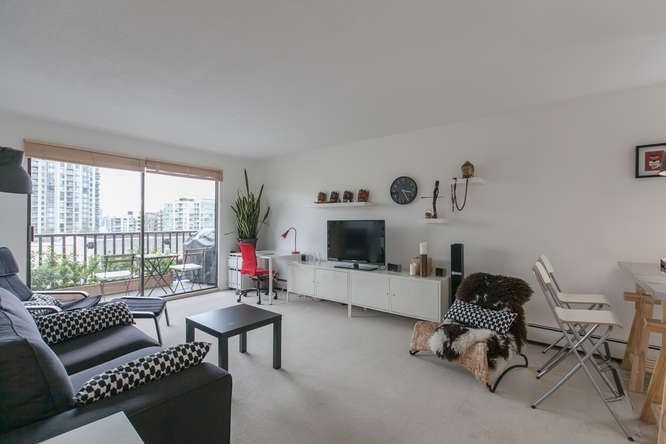"""Main Photo: 205 131 W 4TH Street in North Vancouver: Lower Lonsdale Condo for sale in """"Nottingham Place"""" : MLS®# R2003888"""