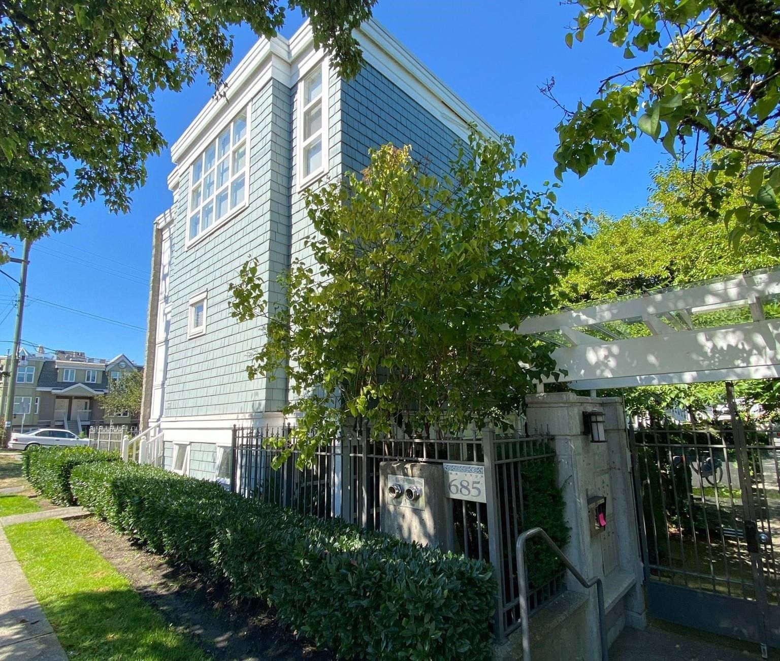 Main Photo: 201 685 W 7TH Avenue in Vancouver: Fairview VW Townhouse for sale (Vancouver West)  : MLS®# R2614227