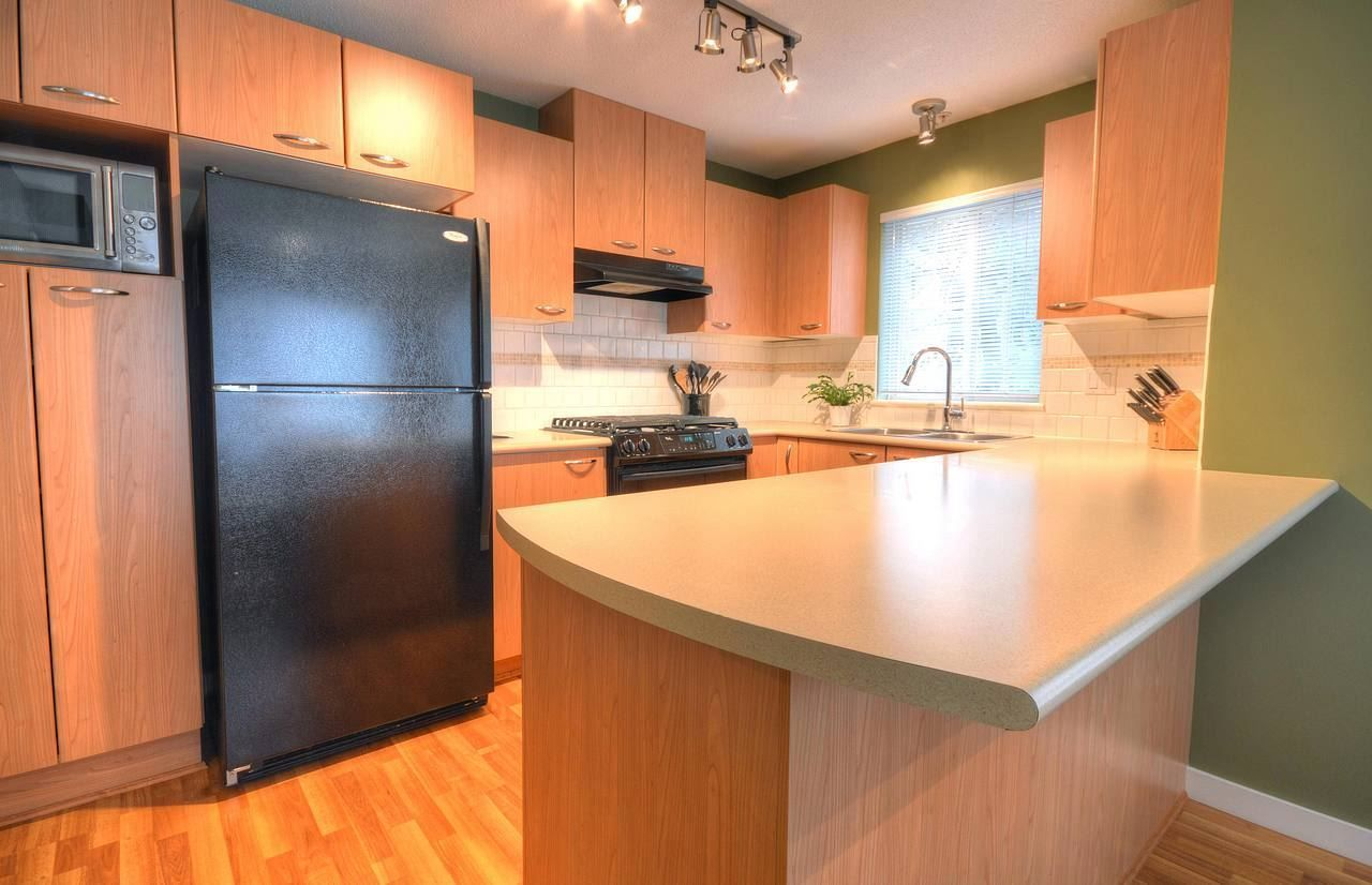 """Photo 4: Photos: 309 2968 SILVER SPRINGS Boulevard in Coquitlam: Westwood Plateau Condo for sale in """"TAMARISK"""" : MLS®# R2237139"""