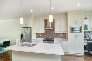 """Photo 5: 8 9077 150 Street in Surrey: Bear Creek Green Timbers Townhouse for sale in """"Crystal"""" : MLS®# R2585990"""