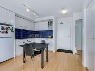 """Photo 3: 803 131 REGIMENT Square in Vancouver: Downtown VW Condo for sale in """"SPECTRUM 3"""" (Vancouver West)  : MLS®# R2072638"""