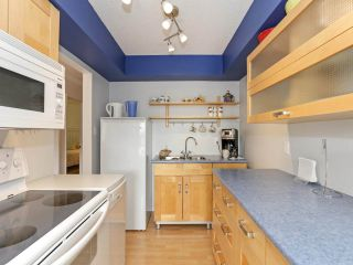 """Photo 11: 205 910 FIFTH Avenue in New Westminster: Uptown NW Condo for sale in """"Grosvenor Court"""" : MLS®# R2426702"""