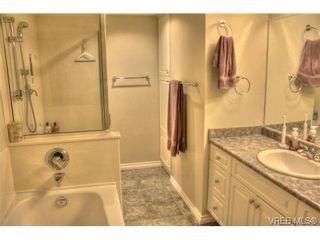 Photo 3: 304 853 Selkirk Ave in VICTORIA: Es Kinsmen Park Condo for sale (Esquimalt)  : MLS®# 716758