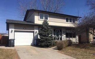Main Photo: 111 Royal Salinger Road in Winnipeg: Single Family Detached for sale (2H)  : MLS®# 1804474